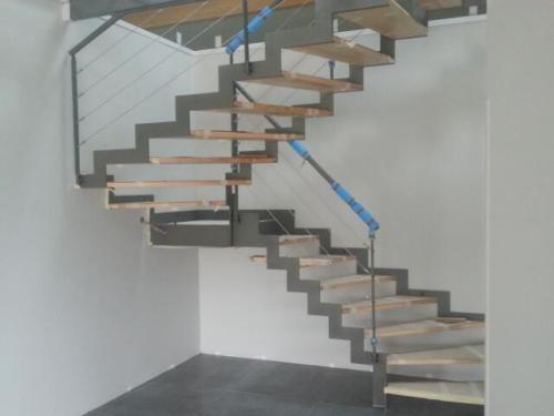escalier cremaillère marche bois