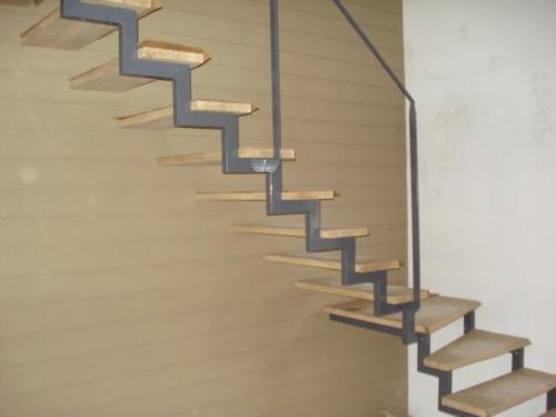 escalier cremaillère marche bois décalée