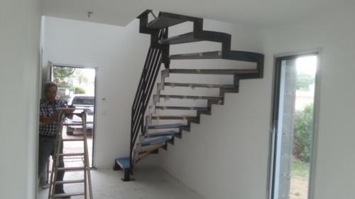 escalier cremaillère marche tole 3