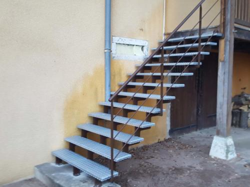 escalier cremaillère tole larmées