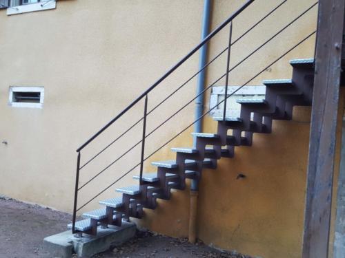 escalier cremaillère tole larmées 2