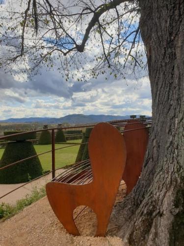 banc autour d'un arbre Chateau de Pizay